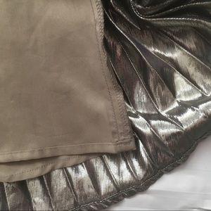 GAP Skirts - Gap pleated gold metallic skirt with side zipper